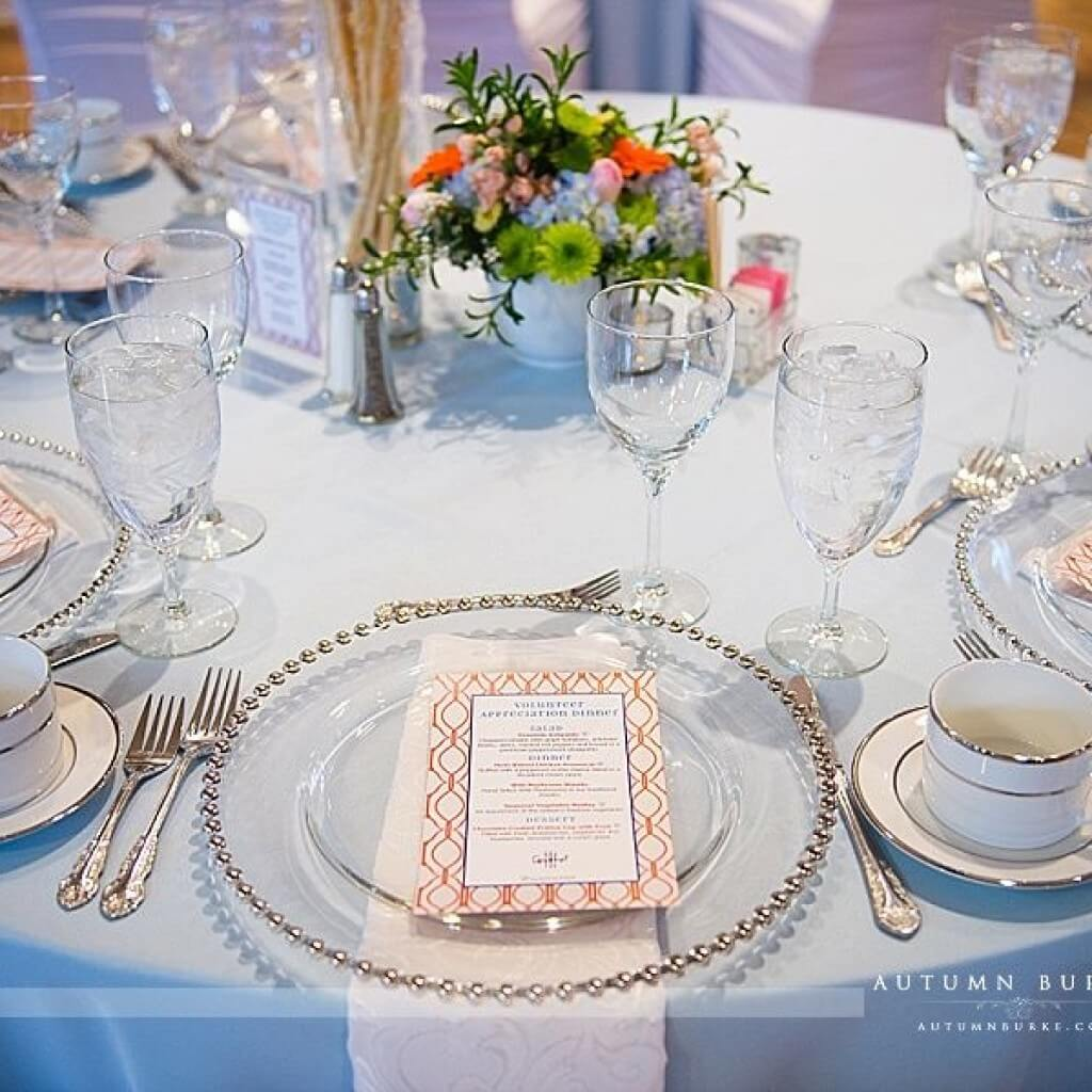 how to hire the right wedding planner, amazing tableware
