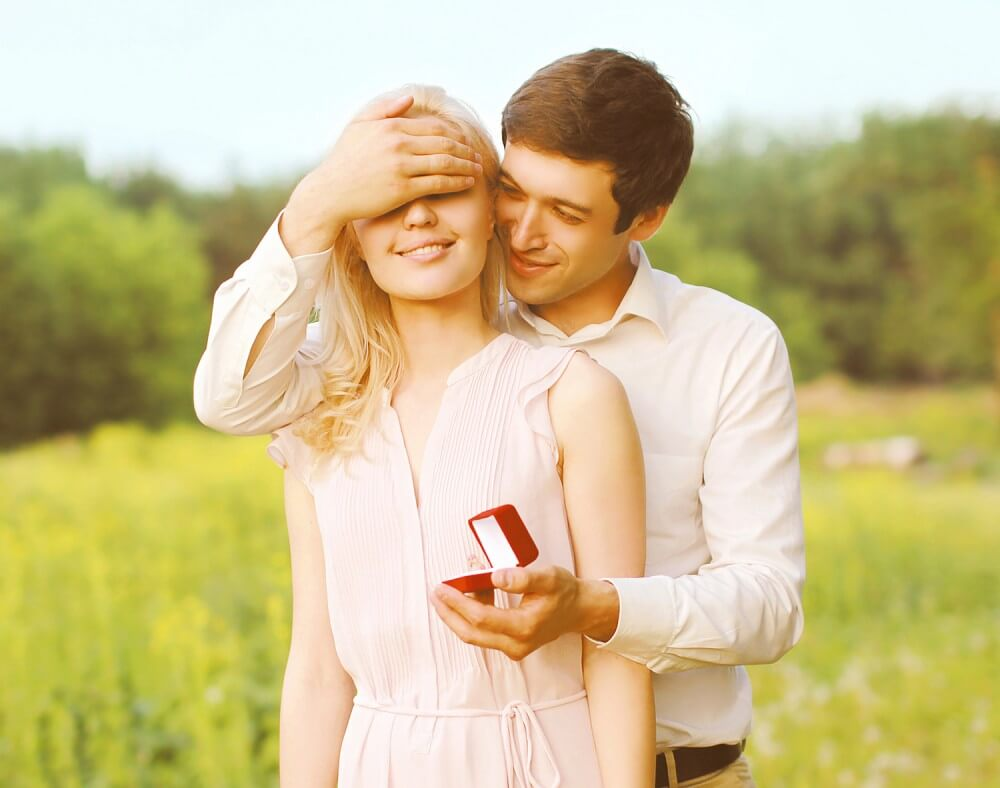 Plan for Fall engagement photos,engagement ring, you're engage now the wedding planning begins
